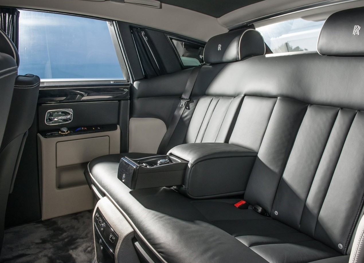 almaty-astana-bishkek-tashkent-ashgabat-dushanbe-vip-luxury-rolls-royce-sedan-car-chauffeured-rental-hire-with-driver-chauffeur-interior-view